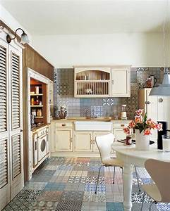 Kuche im landhausstil mit bunten kacheln roomidocom for Balkon teppich mit moderne tapeten für die küche