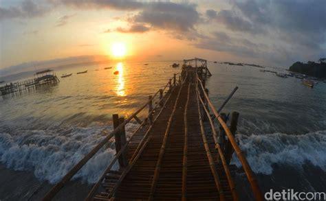 syahdu  menenangkan menikmati sunrise  pantai