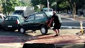 Garer Une Voiture : cet homme a une technique bien lui pour garer les voitures ~ Medecine-chirurgie-esthetiques.com Avis de Voitures
