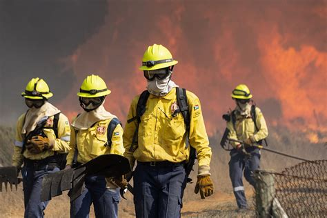 Cape Town firefighters praised for hard work | eNCA