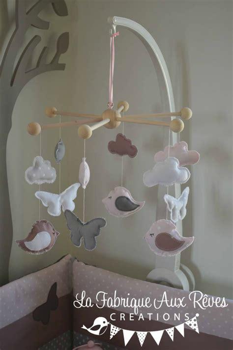 luminaire chambre fille mobile bébé éveil oiseaux papillons nuage poudré
