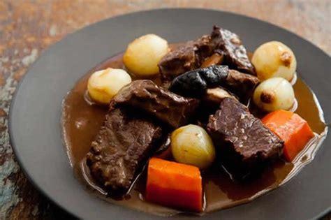 cuisiner le boeuf bourguignon boeuf bourguignon avec sauce onctueuse au cookeo un plat