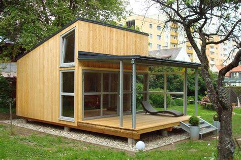 Gartenhaus Mit Terasse by Gartenhaus Mit Terrasse Garden Pergolas