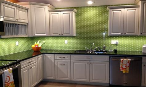 lime green kitchen tiles lime green glass subway tile backsplash kitchen ideas 7105