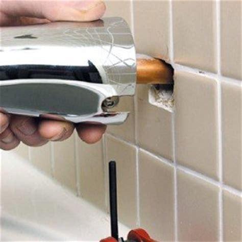 pose d un mitigeur mural poser un robinet baignoire soi m 234 me facilement mon robinet