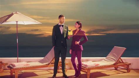 "Dua Lipa Y Calvin Harris Presentan ""one Kiss"