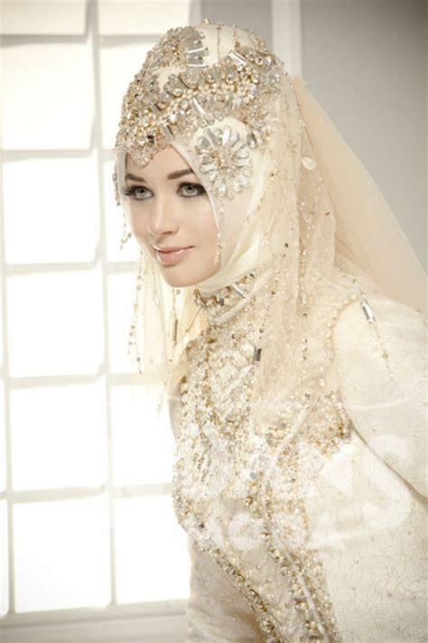 gaun pengantin muslimah terbaru musim nikah