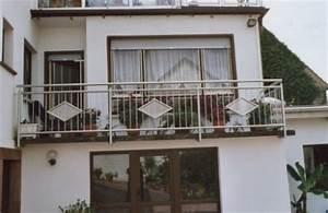 gelander balkongelander in edelstahl an einem With garten planen mit edelstahl balkone mit lochblech