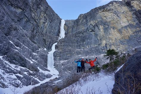 canmore alberta  day guided ice climbing  day trip