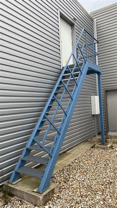 Metāla kāpnes - MKI   Metāla un koka izstrādājumi