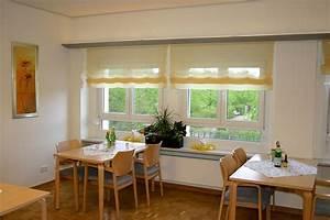 Gardinen Für Küche Esszimmer : sichtschutz in der k che vorh nge plissees und rollos ~ Markanthonyermac.com Haus und Dekorationen