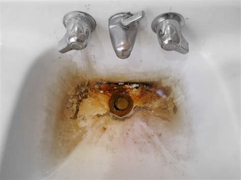 What Causes Rust Stains In Sinks Bathtubs Aquarius Water