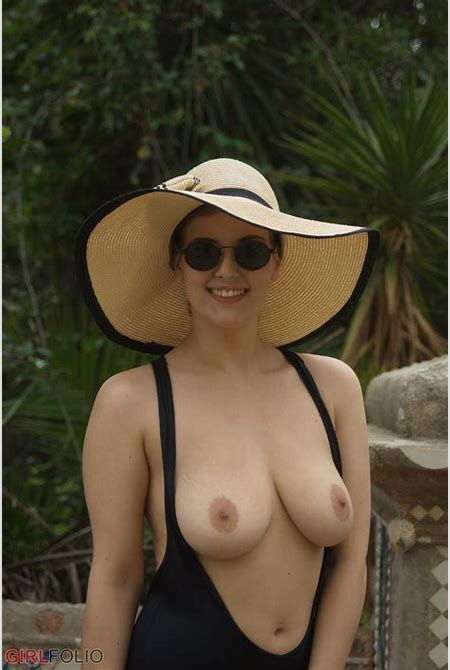 Lottii Rose Candid Nudes for Girlfolio - Curvy Erotic