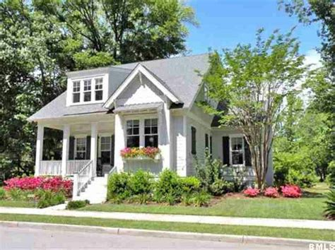 A Cute Small Home With Beautiful Features : Cute Cottage Inspiration