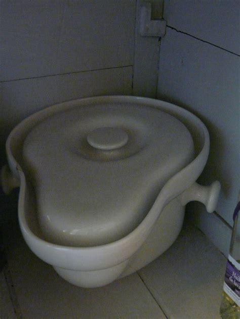 pot de chambre cing pot de chambre ancien avec couvercle manque la anse en