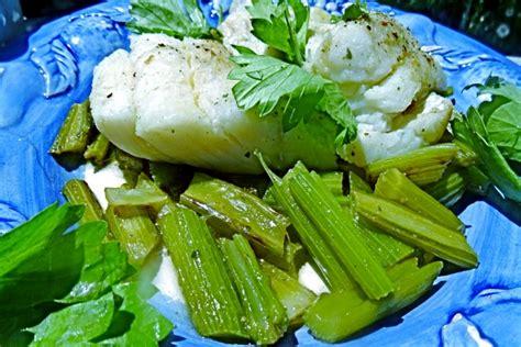cuisiner du cabillaud au four cuisiner le celeri branche céleri aux fines herbes