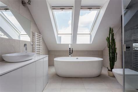 étagere salle de bain comment am 233 nager une salle de bain dans le grenier