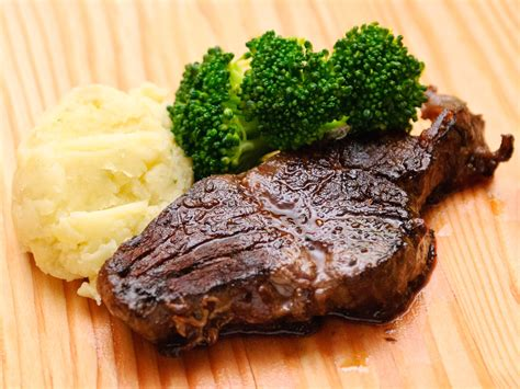 cooking steaks in oven ovens how to cook a steak in the oven