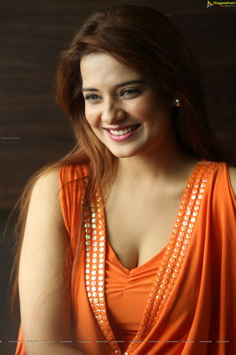 Saloni (High Definition) Image 1   Telugu Movie Actress ...
