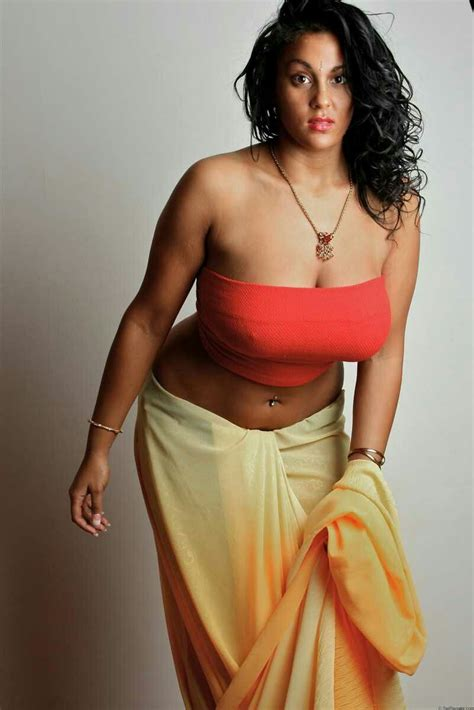 Mallu Big Boobs Anty Taking Bath With Shaower Pictures