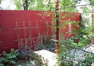 Gartengestaltung Bilder Kleiner Garten : kleiner garten mit farbe sichtschutz mit spalier ~ Lizthompson.info Haus und Dekorationen