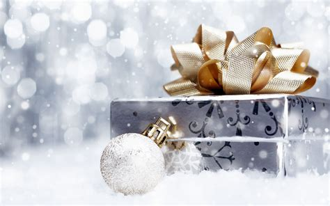 silver and gold christmas wrapped gift desktop wallpaper