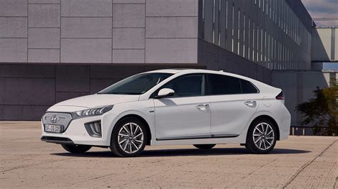hyundai ioniq arrives   power range