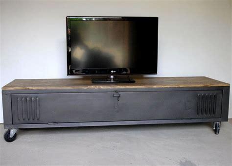 Restaurer Meuble Metal by Vestiaire Transform 233 En Meuble Tv Industriel Metal Et