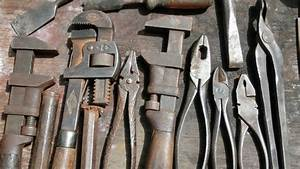 Removing Rust From Old Tools - YouTube