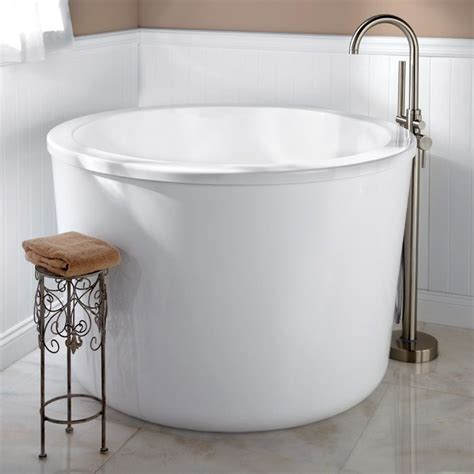 Japanese Soaking Tubs For Small Bathrooms by Wonderful Japanese Soaking Tubs For Small Bathrooms