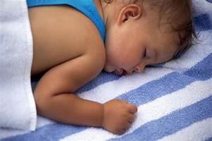 Comme On Fait Son Lit On Se Couche : comment aider son b b dormir quand il fait chaud le ~ Melissatoandfro.com Idées de Décoration