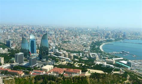 Baku, city, capital of azerbaijan. Aserbaidschan: Markterkundung Modernisierung von Industrie ...