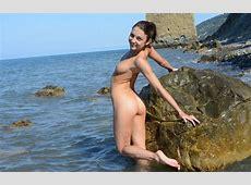 Teen Foxy Di Posing Naked Near Famous Rock In Russia