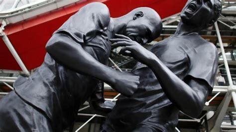 pinault soffre la statue du coup de boule de zizou lci