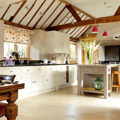Cream kitchens   10 beautiful schemes