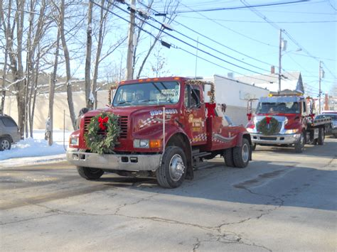christmas decorated tow truck  christmas parade
