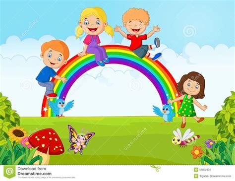bambini felici del fumetto che  siedono sullarcobaleno