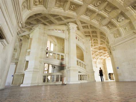 l escalier du chateau de chambord chambord le ch 226 teau de peau d ane destination le mag j aime la