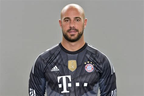 Football Bench by Pepe Reina Claims Move To Major Club Bayern Munich