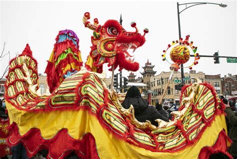 'เชิดสิงโต-มังกร' โลดแล่นกลางชิคาโกรับตรุษจีน