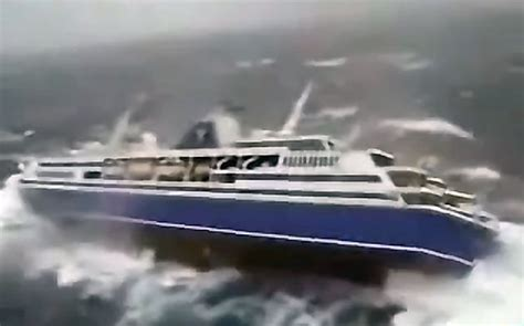 Video Cruise Ship In Storm | Fitbudha.com