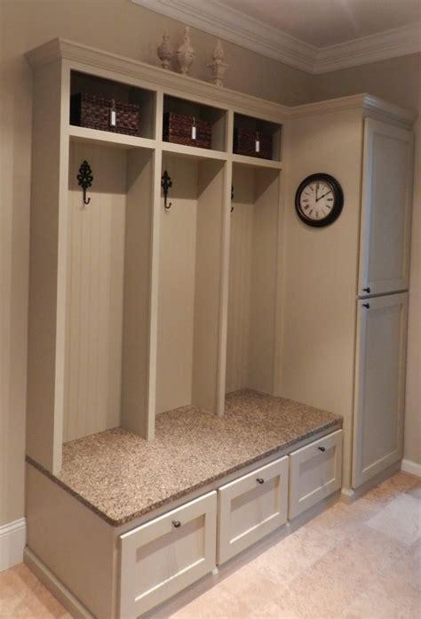 Foyer Storage Ideas by 25 Best Ideas About Entryway Storage On