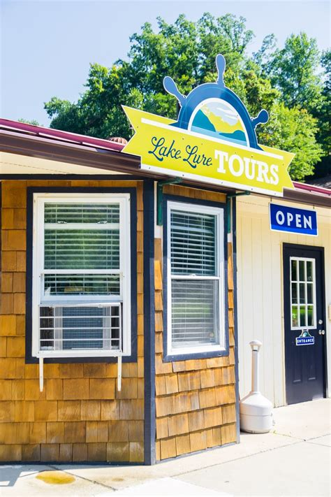 Lake Lure Boat Rentals by 14 Must Try Things To Do In Lake Lure Nc Play Plan