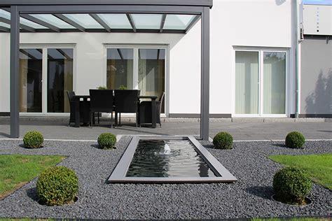 Moderne Gärten Mit Wasserbecken by Formales Wasserbecken Mit Wasserfont 228 Ne An Der Terrasse