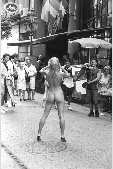 File:Naked woman on Budapest street (rear view).jpg - Wikimedia Commons