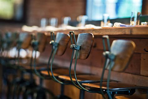 Bar Stools At Gar by Materiales Para Decorar Reformar O Equipar Locales De Ocio
