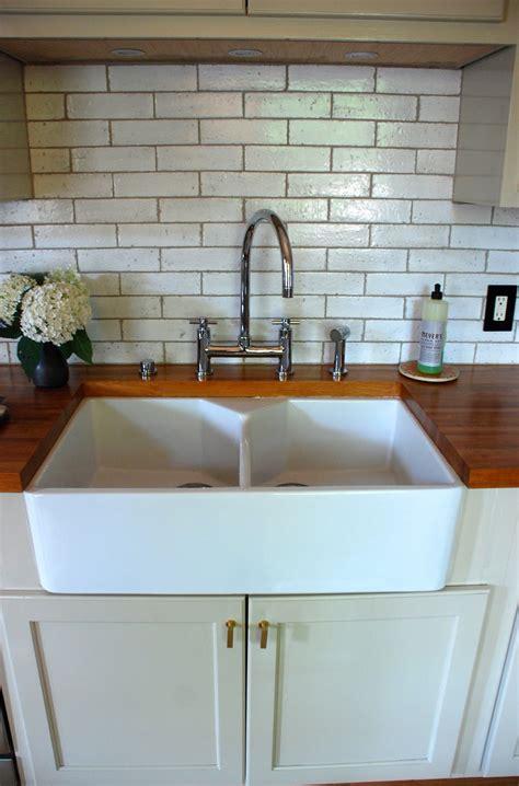 kitchen sinks with backsplash fireclay country kitchen sink home