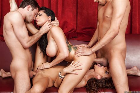 Steaming Hot Pornstars Make Some Cum Swapping Action After Foursome Groupsex