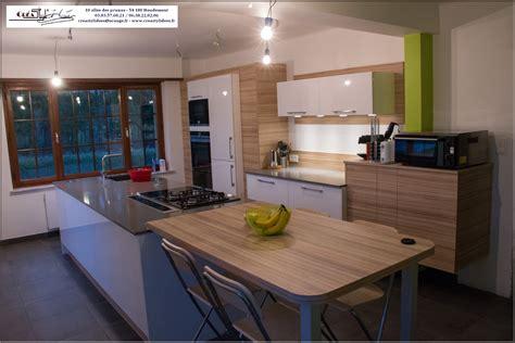 plan de travail cuisine grande longueur cuisine laque blanche plan de travail gris decoration