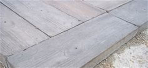null 75 sq ft barnwood plank patio on a pallet paver set